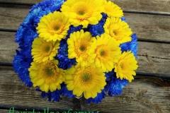 Košs gerberu pušķis - dzeltens un zils