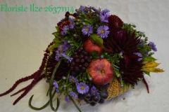 Rudenīgs ziedu un augļu grozs piesātinātos toņos - bordo un violets
