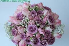 Pavasarīgs apsveikuma pušķis violetos toņos - tulpes un rozes