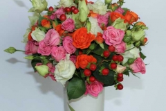Krāsains dažādu ziedu puškis