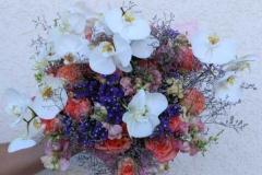 Ziedu pušķis rozā un violetos toņos