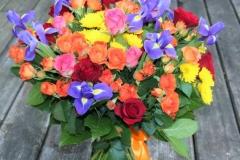 Krāsaini raibs liels apsveikuma pušķis - dzeltens, oranžs, sarkans, violets