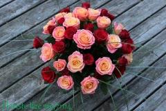 Krāsains rožu pušķis