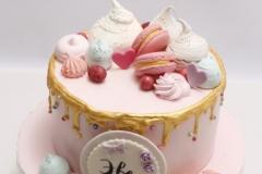 Bērnu torte ar vārīto krēmu un avanēm