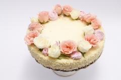 Maskarpones aveņu tortīte ar dzīvajiem ziediem