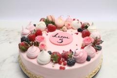 Maskarpones - aveņu torte ar ogu un bezē dekoru