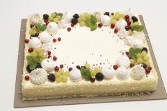Svētku torte ar bezē dekoru
