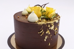Šokolādes torte ar mango krēmu.