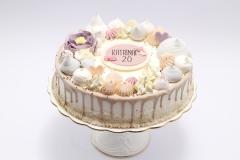 Svētku tortīte ar bezē un šokolādes dekoru