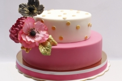 Jubilejas torte ar vārīto kremu un avenēm, cukura masas pārklājums, cukura ziedi