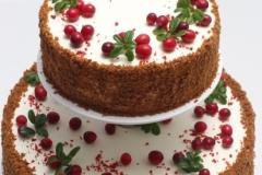 Kāzu vai jubilejas torte ar brūkleņu mētrām un dzērvenēm