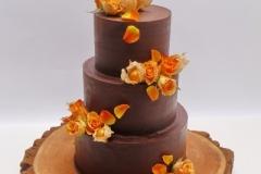 Šokolādes - mango torte ar fizāļu un rožu dekoru