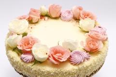 Maskarpones - avenu tortīte ar dzīvo ziedu dekoru