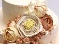 Kāzu torte ar sviesta krēma dekoru