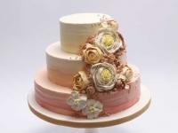 Rudenīgi sarkani- oranžā kāzu torte ar rozēm