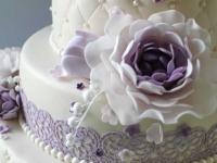 Torte ar cukura peonijām un maipuķītēm