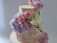 Kāzu torte ar dzīvajiem ziediem. Torte ar piegādi.