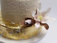 Kāzu torte ar cukura magnolijām