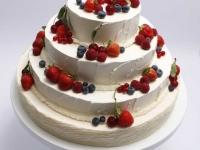 Trīsstāvu kāzu torte