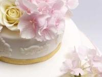 Kāzu torte ar rakstiem no cukura masas