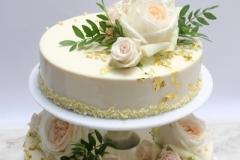 Maskarpones- aveņu kāzu torte