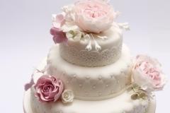 Kāzu torte ar cukura masas angļu rozēm