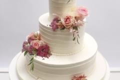 Kāzu torte ar ziediem