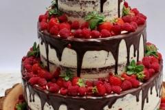 Šokolādes kāzu torte ar ogām. Meža tēma.