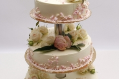 Maskarpones - aveņu torte ar ziedu dekoru