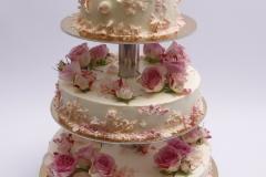 Maskarpones - aveņu kāzu torte ar rožu dekoru