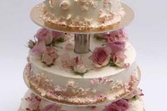 Aveņu- maskarpones kāzu kūka ar rožu dekoru