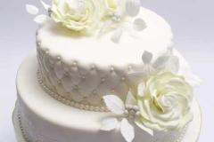 Kāzu torte ar zaļi - baltām cukura rozēm