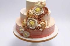 Sarkani - oranžā kāzu torte ar sviesta krēma rozēm