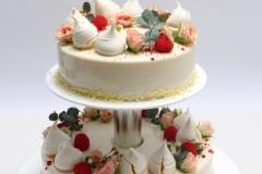 Maskarpones- aveņu kāzu torte ar rozītēm