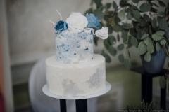 Kāzu torte ar cukura ziediem un cukura masas pārklājumu jaunā stilā