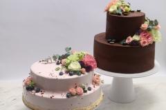 Maskarpones- aveņu un šokolādes- ķiršu kāzu tortes