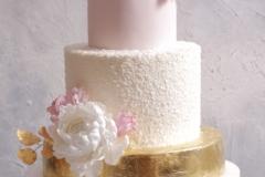 Kāzu torte ar zeltu un cukura ziediem. Cukura peonijas.