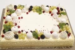Korporativā torte ar bezē dekoru