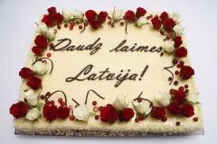 Maskarpones- aveņu torte Latvijas dzimšanas dienā. Korporatīvā torte