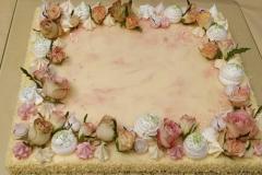 Jubilejas torte ar dzīvajiem ziediem