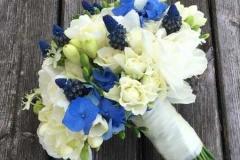 Klasisks līgavas pušķis - balts, zils