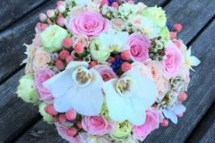Līgavas pušķis ar orhidejām rozā toņos