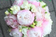 Peoniju līgavas pušķis - rozā peonijas, baltas frēzijas