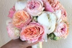 Ekskluzīvs līgavas pušķis - peonijas un rozes