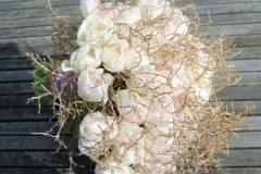 Pavasarīgi romantisks rozā līgavas pušķis no tulpēm