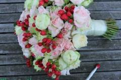 Klasisks līgavas pušķis - balts, rozā, sarkans