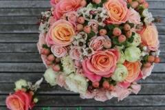 Smalks līgavas pušķis - laškrāsa, koraļļu krāsa, persiku toņi, rozā