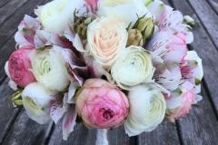 Grezns līgavas pušķis - Āzijas gundegas un rozes, balts, rozā
