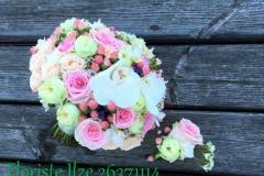 Romantiski rozā līgavas pušķis un ziedu piespraude līgavainim - kāzu ziedu komplekts