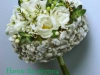 Neparasts, netradicionāli sezonāls pavasara līgavas pušķis - pūpoli, tulpes, sukulenti, balts, zaļš, pelēks